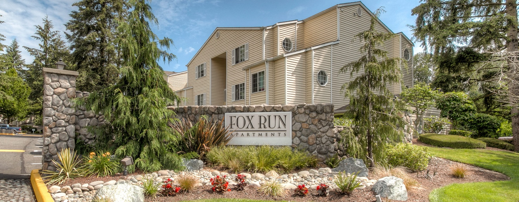 Fox Run entrance sign with nice lanscaping